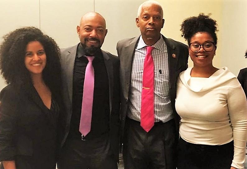 Da esquerda para a direita: Juliana Goes, Douglas Belchior, Hank Johnson e Sara Branco em Washington