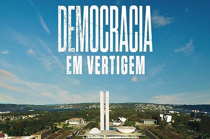 Documentário leva até a cerimônia do Oscar a interpretação da cineasta acerca dos fatos que conduziram ao Golpe de 2016 no Brasil