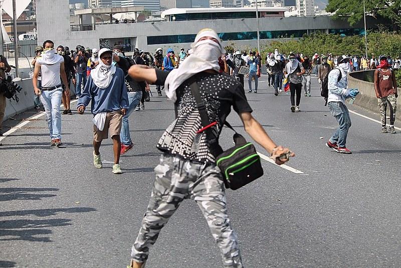 É recorrente a violência em protestos convocados pela oposição venezuelana