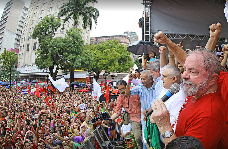 Lula in a political act in the city of São Paulo this year