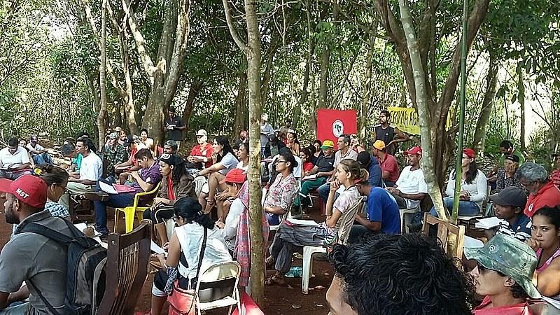 Famílias do acampamento Leonir Orback participam de assembleia