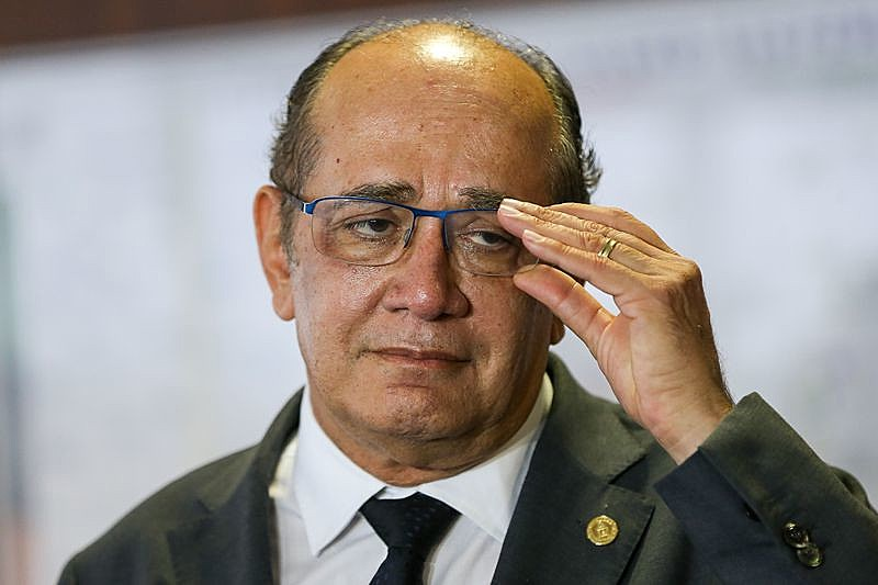 Ministro fere preceitos constitucionais do cargo que ocupa, ao julgar casos em que está envolvido diretamente