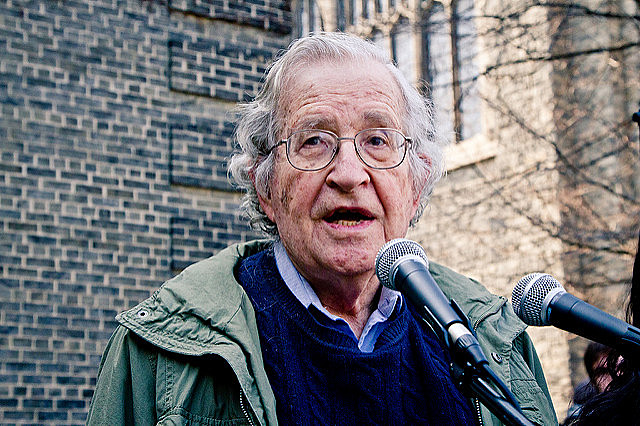 O linguista e ativista estadunidense Noam Chomsky é um dos intelectuais que assina a carta aberta em apoio à Venezuela