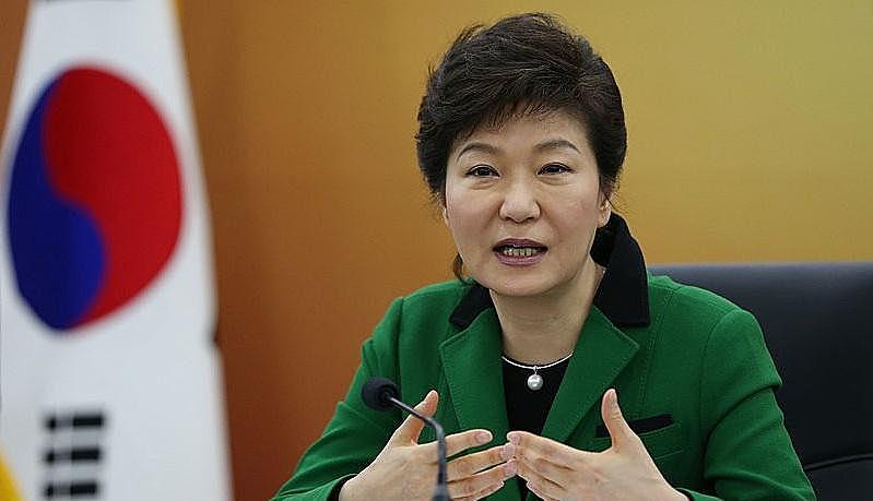 Presidente Park Geun-hye enfrenta pedidos de renúncia por parte da população