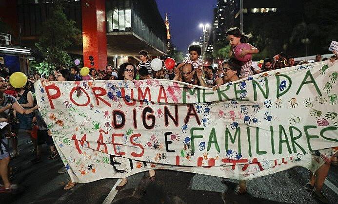 Mães de estudantes do ensino público se mobilizam na Avenida Paulista contra a farinata de João Doria