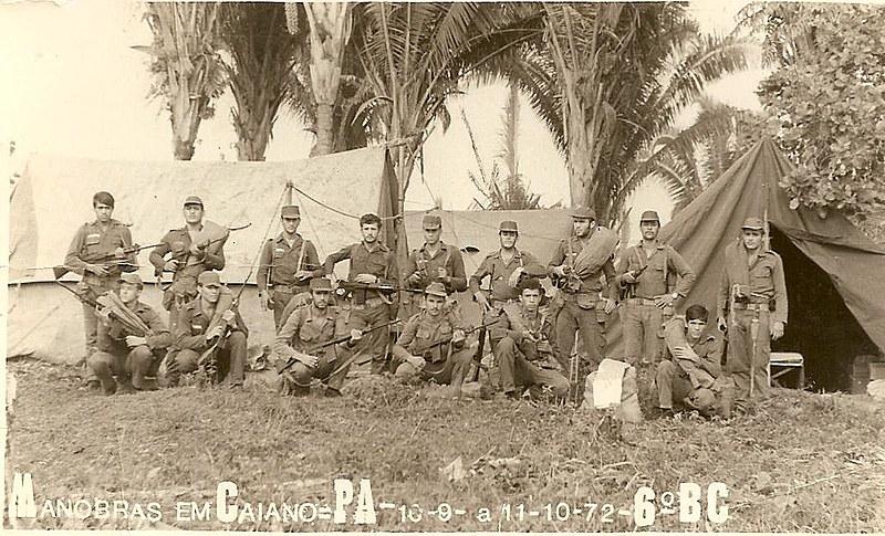 Soldados se preparam para manobra em Caiano, no Pará