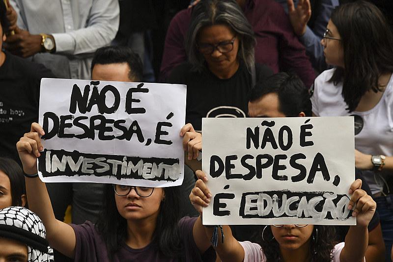 Na quarta-feira (15), quase 1 milhão de estudantes protestaram contra os cortes anunciados pelo MEC em todo o país