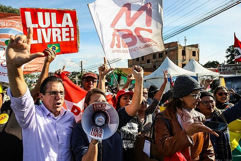 O pré-candidato a governador de São Paulo pelo PT, Luiz Marinho, participa de ato na Vigília Lula Livre