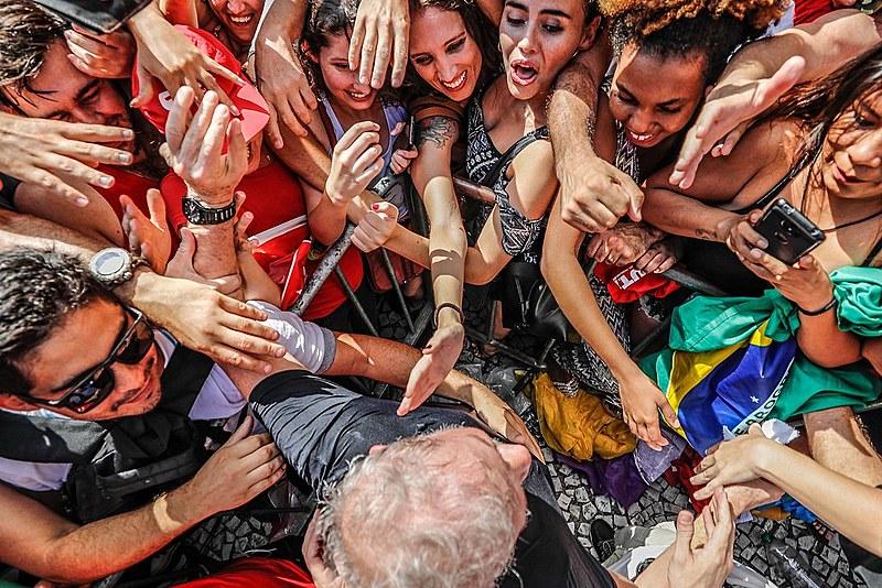 Lula é  o nome preferido nas pesquisas de opinião pública para as eleições presidenciais de 2018