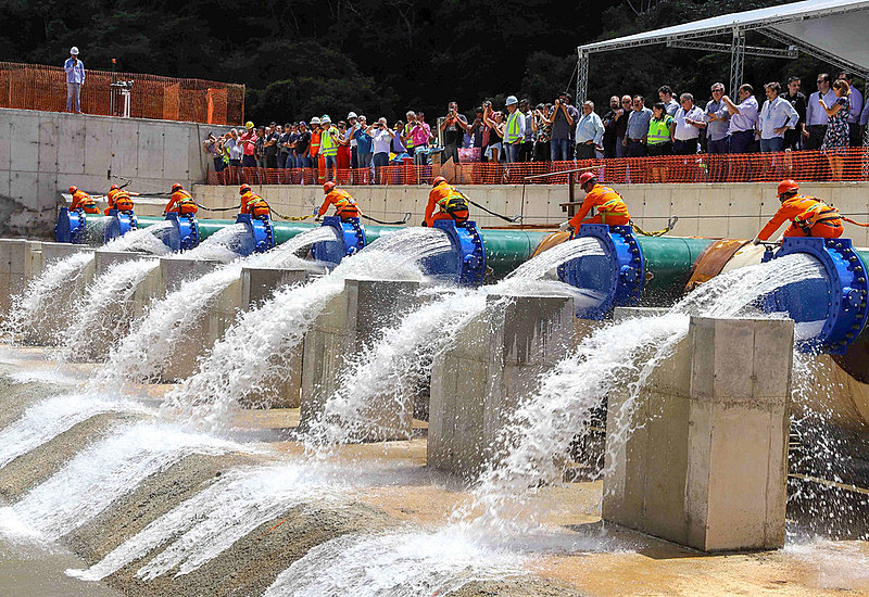 Inauguração de estação de transferência de água entre reservatórios, obra precipitada pela crise hídrica de 2014