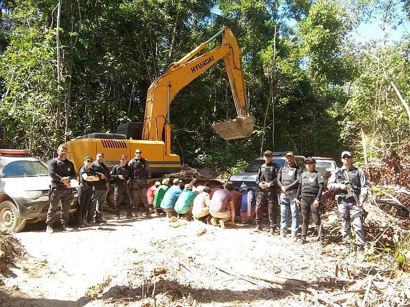 Material apreendido em garimpo durante ação das polícias Civil e Militar