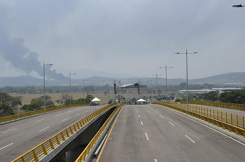 Governo colombiano arma palco a poucos metros da fronteira com a Venezuela