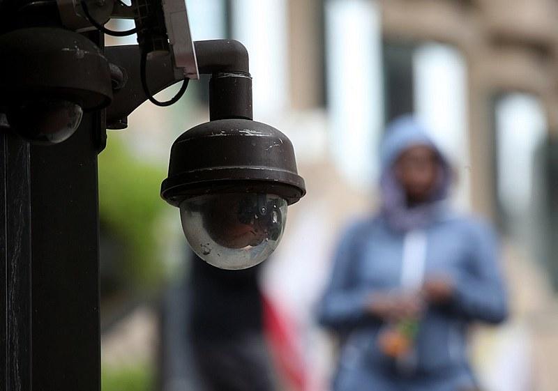 """""""O reconhecimento facial aumenta o encarceramento em massa e penaliza os mais pobres e negros"""", afirma o especialista Pablo Nunes"""