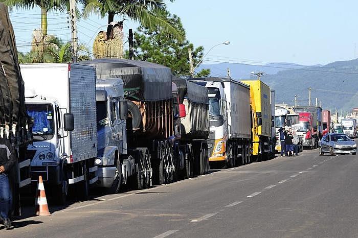 Condutores ligados ao governo boicotaram o movimento, segundo liderança dos caminhoneiros autônomos