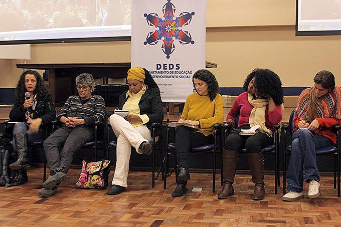 """""""Direito à cidade: economia e trabalho em rede"""" foi promovido pelo Departamento de Educação e Desenvolvimento Social da UFRGS"""