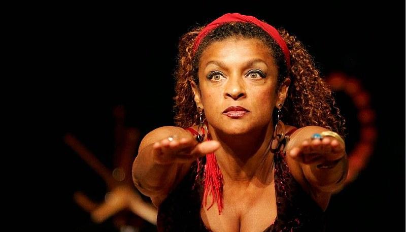 Atriz ganhou o Troféu Raça Negra de 2010, na categoria Teatro