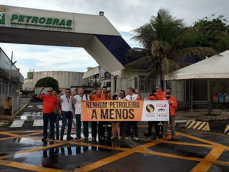 Trabalhadores da Fábrica de Lubrificantes do Nordeste, no Ceará, em greve