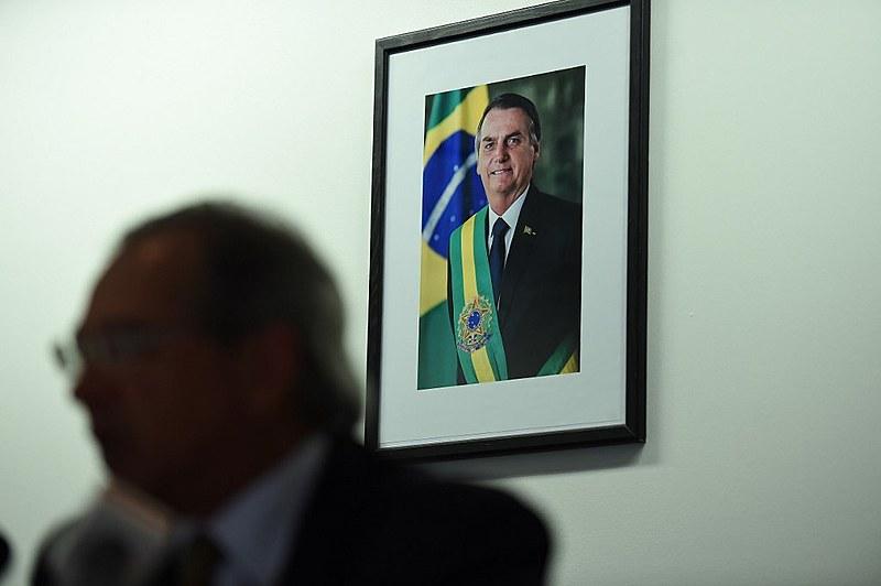 Há uma tentativa da grande imprensa brasileira e das elites neoliberais de tentar desmobilizar a população brasileira