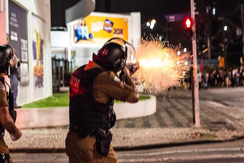 """""""Trabalhadores da PM"""" soa estranho, já que estamos acostumados a ocupar as ruas por direitos, podendo ser reprimidos pelos mesmos policiais"""