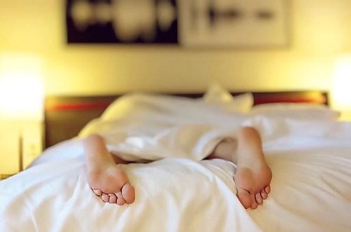 Uma boa noite de sono também faz parte de uma rotina mais saudável e equilibrada