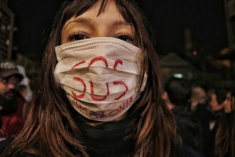 Na sexta, 23, milhares de pessoas saíram às ruas de Curitiba no ato SOS Amazônia,NossaCasaEstá emChamas.