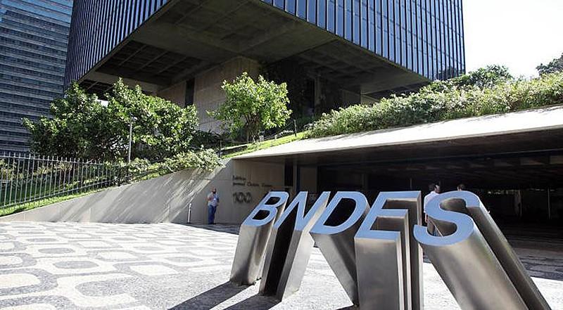 Bolsonaro e Guedes propõem redirecionamento das políticas de financiamento do BNDES; prioridade é romper com legado dos governos PT