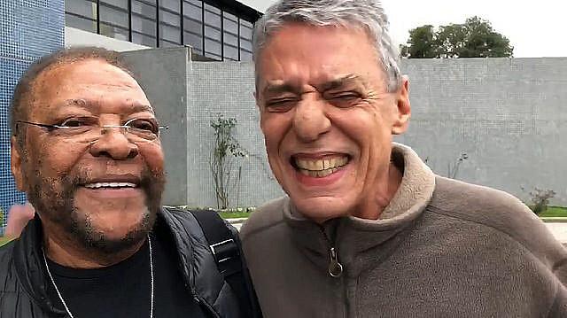 Chico Buarque e Martinho da Vila passaram mais de uma hora conversando com o ex-presidente Lula