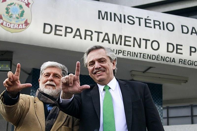 Após encontro na Superintendência da Polícia Federal, os dois visitaram a Vigília Lula Livre