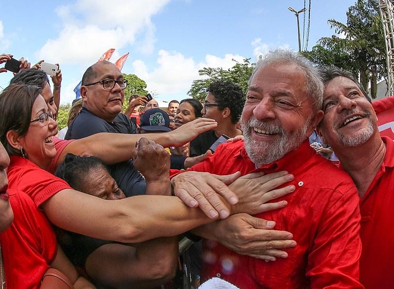 Para advogados e movimentos populares, uma eventual prisão de Lula reafirma as críticas à Operação Lava Jato e ao Judiciário