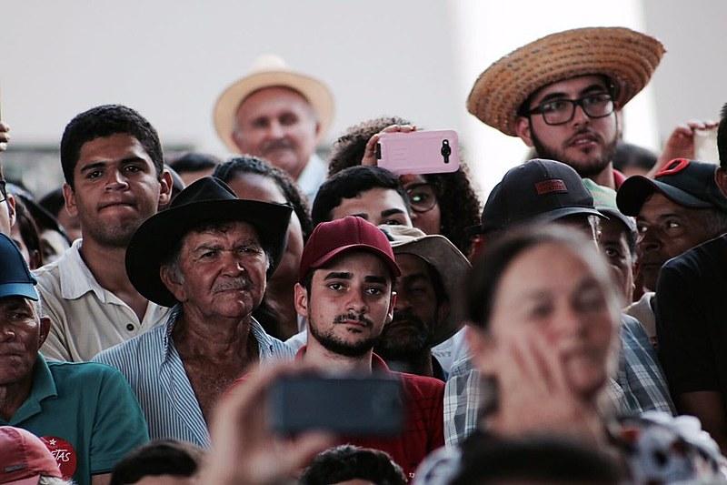 População sergipana assiste atento ao título de Doutor Honoris Causa entregue a Lula nesta segunda-feira (21) pela UFS.