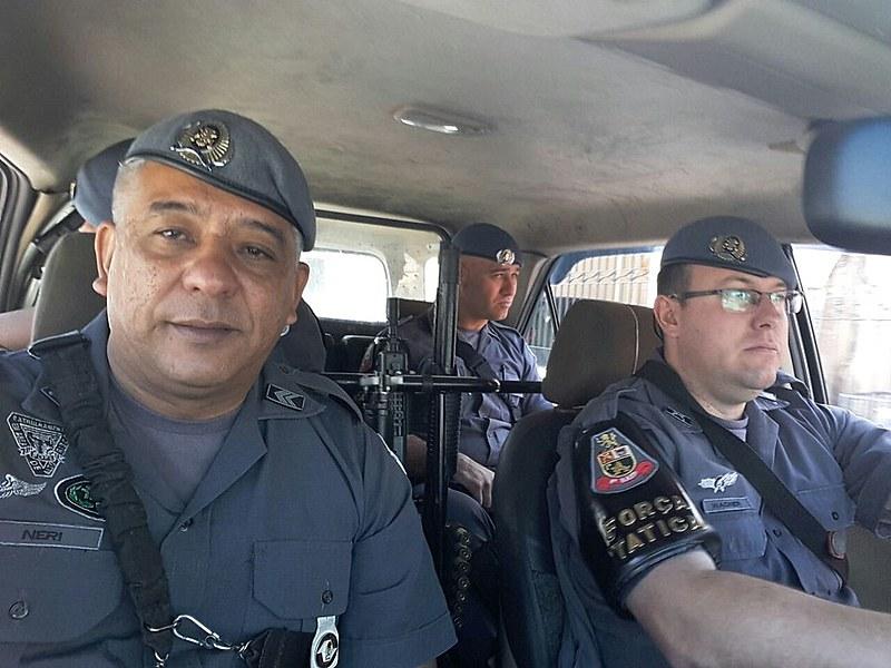Sargento Neri, à esquerda, na época que integrava a Força Tática