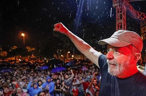 Ex presidente Luiz Inácio Lula da Silva, en acto realizado durante su caravana por la región Sur de Brasil
