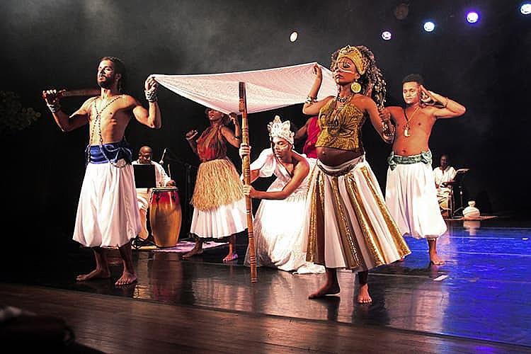 Teatro Municipal Carlos Gomes recebe curta temporada do espetáculo