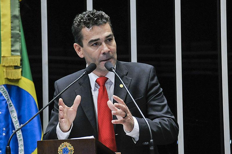 """Padre João: """"TV Globo é veículo de expressão do capital financeiro"""""""