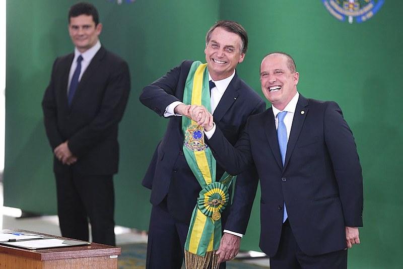 Bolsonaro (centro) tomou posse nesta terça-feira em Brasília
