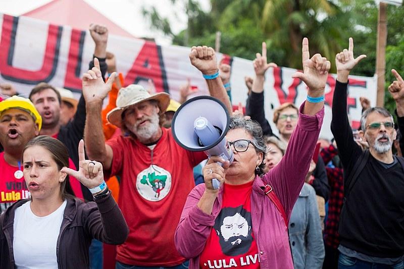 Vigília Lula Livre tem programação diária, com rodas de conversa e atividades culturais