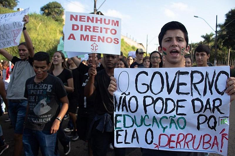Estudantes do Instituto Federal Sul de Minas, em Muzambinho, protestam contra o desmonte da educação.