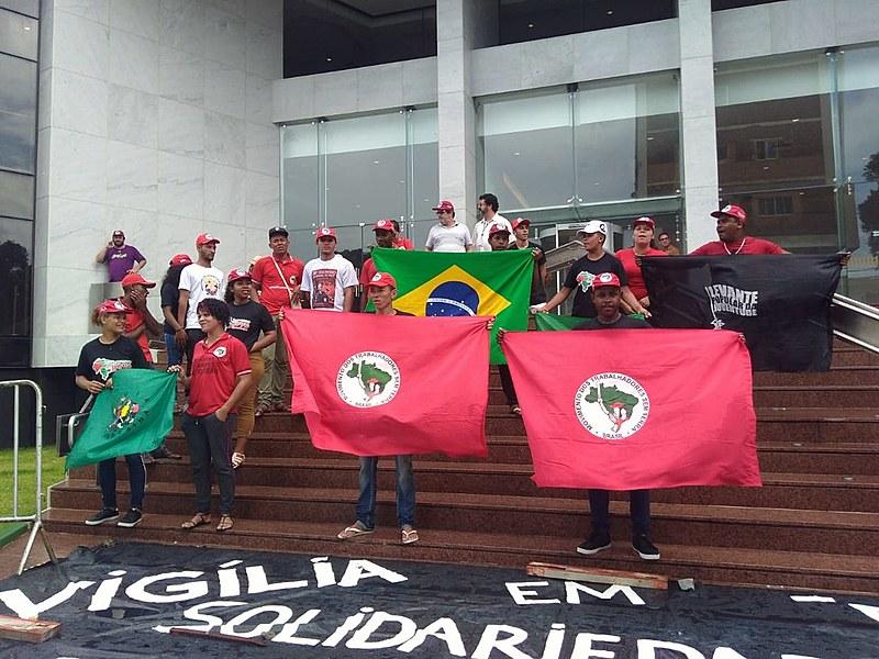 O Movimento dos Trabalhadores Rurais Sem Terra (MST) e a Frente Brasil Popular estão à frente da iniciativa de solidariedade