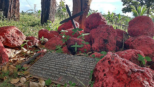 Placa homenajea los 19 miembros del Movimiento Sin Tierra (MST) muertos en Eldorado dos Carajás, en 1996