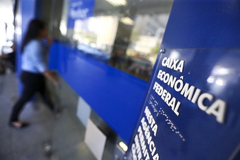 A Caixa Econômica Federal financia e executa programas sociais no Brasil