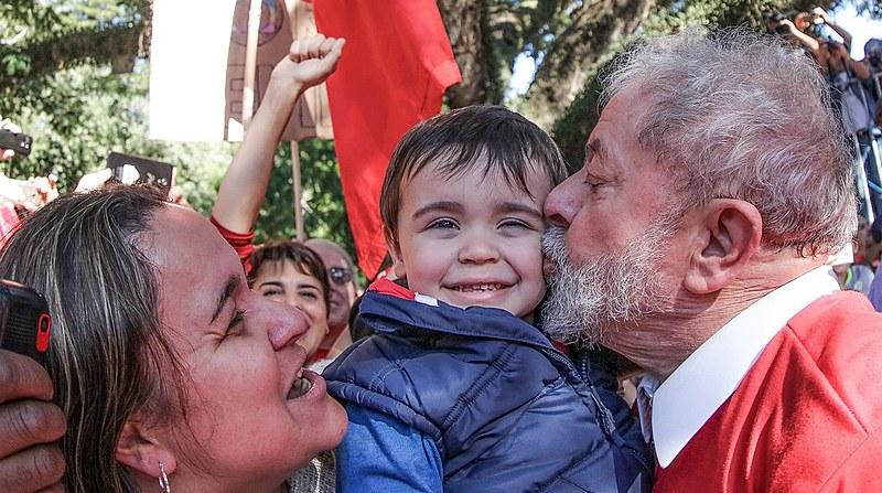 O ex-presidente Luiz Inácio Lula da Silva participa de ato em defesa do polo naval, no Rio Grande do Sul