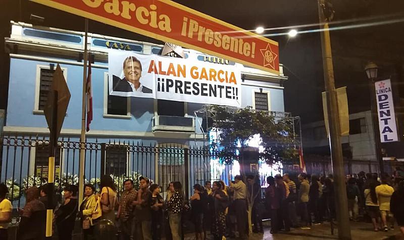 Concentração no funeral de Alan García, que era investigado pela Lava Jato; procuradores voltam ao Brasil