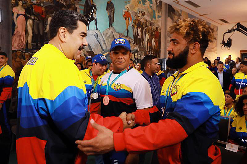 Nicolás Maduro anunciou uma comissão formada por três ministros e sete dos atletas medalhistas para pensar na preparação para as Olimpíadas