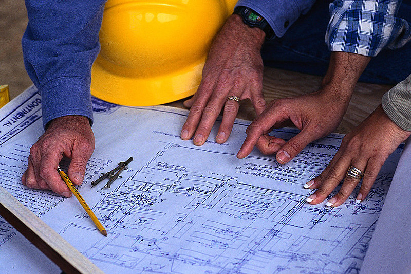 Mais de 5 mil obras estão paralisadas em todo o país, num total de investimentos de mais de R$15 bilhões