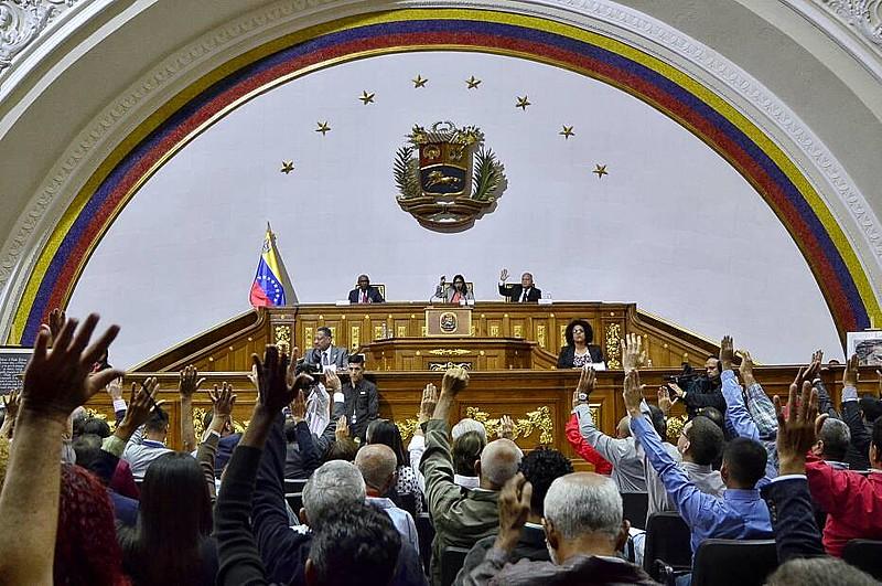 Assembleia Nacional Constituinte declara vago o cargo de governador do estado de Zulia, após governador se recusar a tomar posse