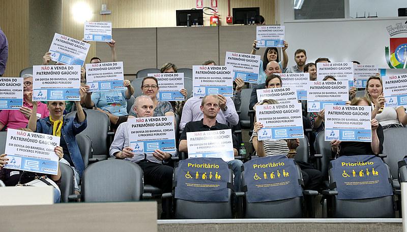 Trabalhadores e sindicatos estão empenhados na defesa das empresas públicas