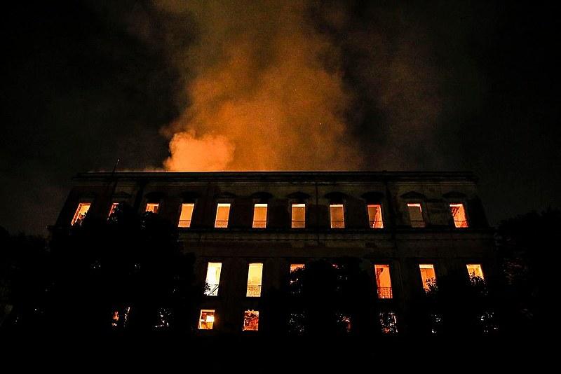 Museu Nacional foi parcialmente destruído pelas chamas na noite de 2 de setembro