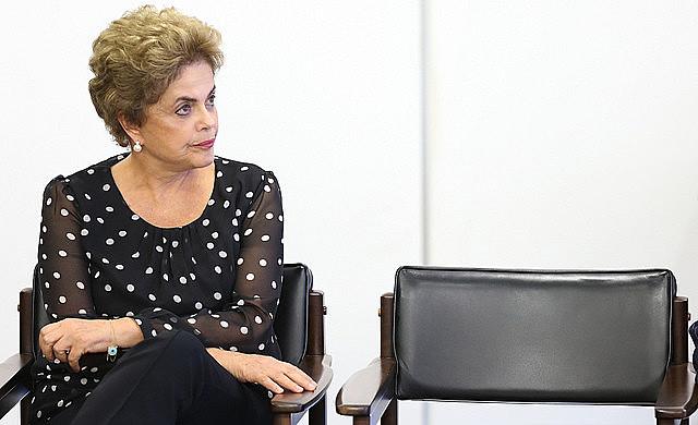 Los motivos por los cuales Dilma será temporariamente desplazada de su cargo son objeto de confusión y desinformación
