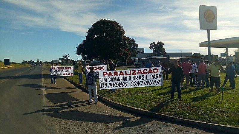 BR-050, em Goiás, é um dos pontos de concentração de caminhoneiros em paralisação contra a alta do diesel