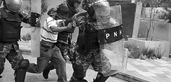 Homens, mulheres e crianças participavam da atividade em Tegucigalpa